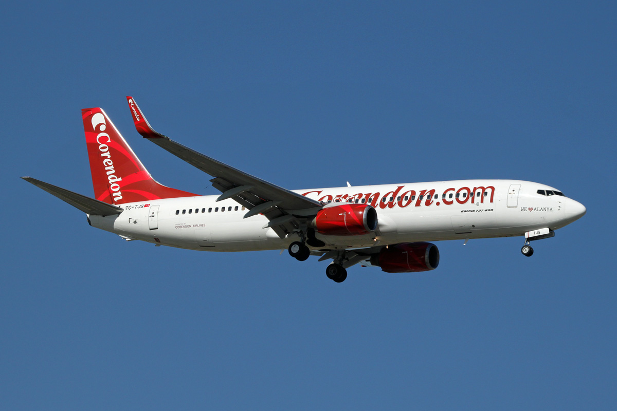 ... Trains - Planes 2012: TC-TJG / Boeing 737-86J (w) / Corendon Airlines