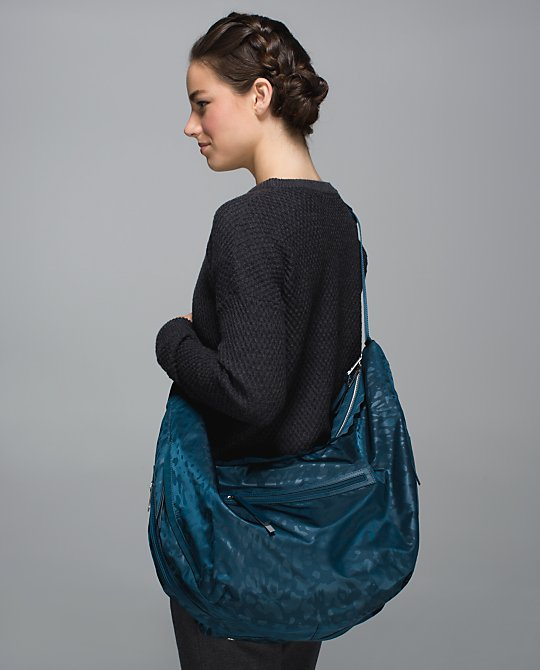 lululemon resolution hobo bag alberta