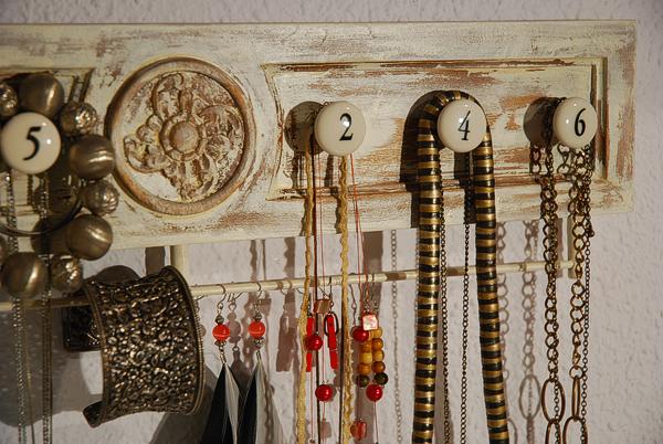 Caballito de cart n colgador de collares y pendientes - Colgador de collares ...