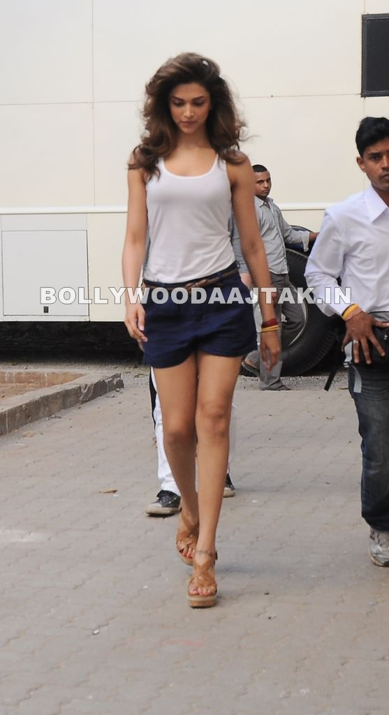 Long Lass Deepika Padukone Legs1 - Tall Deepika Padukone Walking Pics in Shorts 
