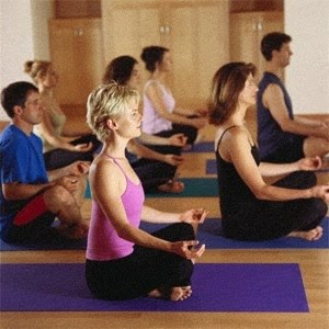http://3.bp.blogspot.com/-eVnZRDJb4CY/ThjFJFaytGI/AAAAAAAAAo4/8zXmPrnN6DA/s1600/yoga_class.jpg