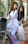 Yêu áo dài Việt Nam