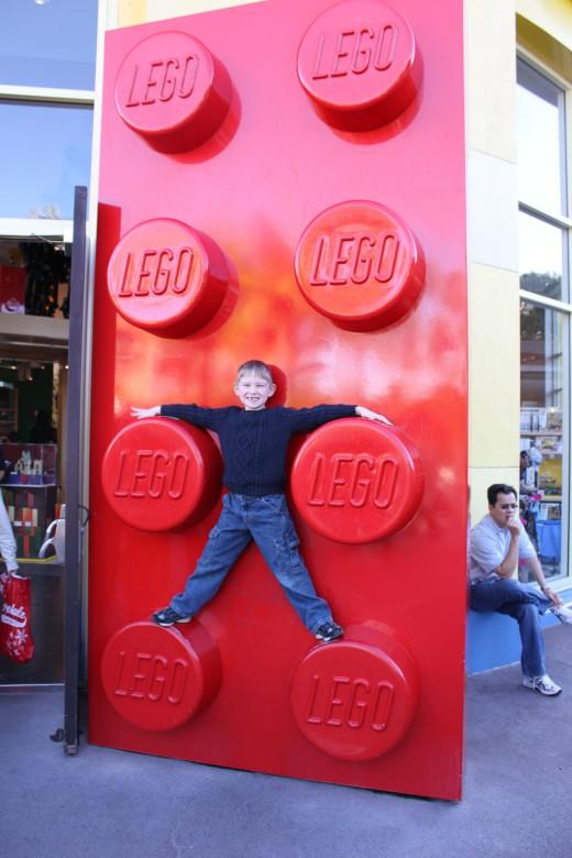 Daybyfun lego giganti 24 img for Lego giganti arredamento