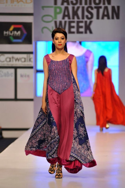 PAKISTANI FASHION SHOW 2012