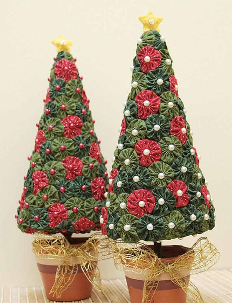 Detallelogia arboles de navidad diy con telas cojines for Adornos originales para navidad