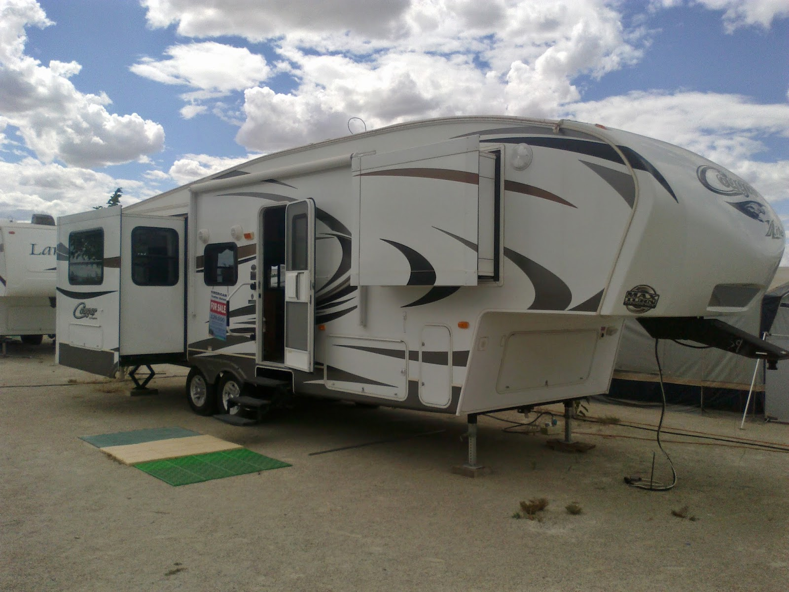 american rv 5th wheel caravan and travel trailer sales. Black Bedroom Furniture Sets. Home Design Ideas