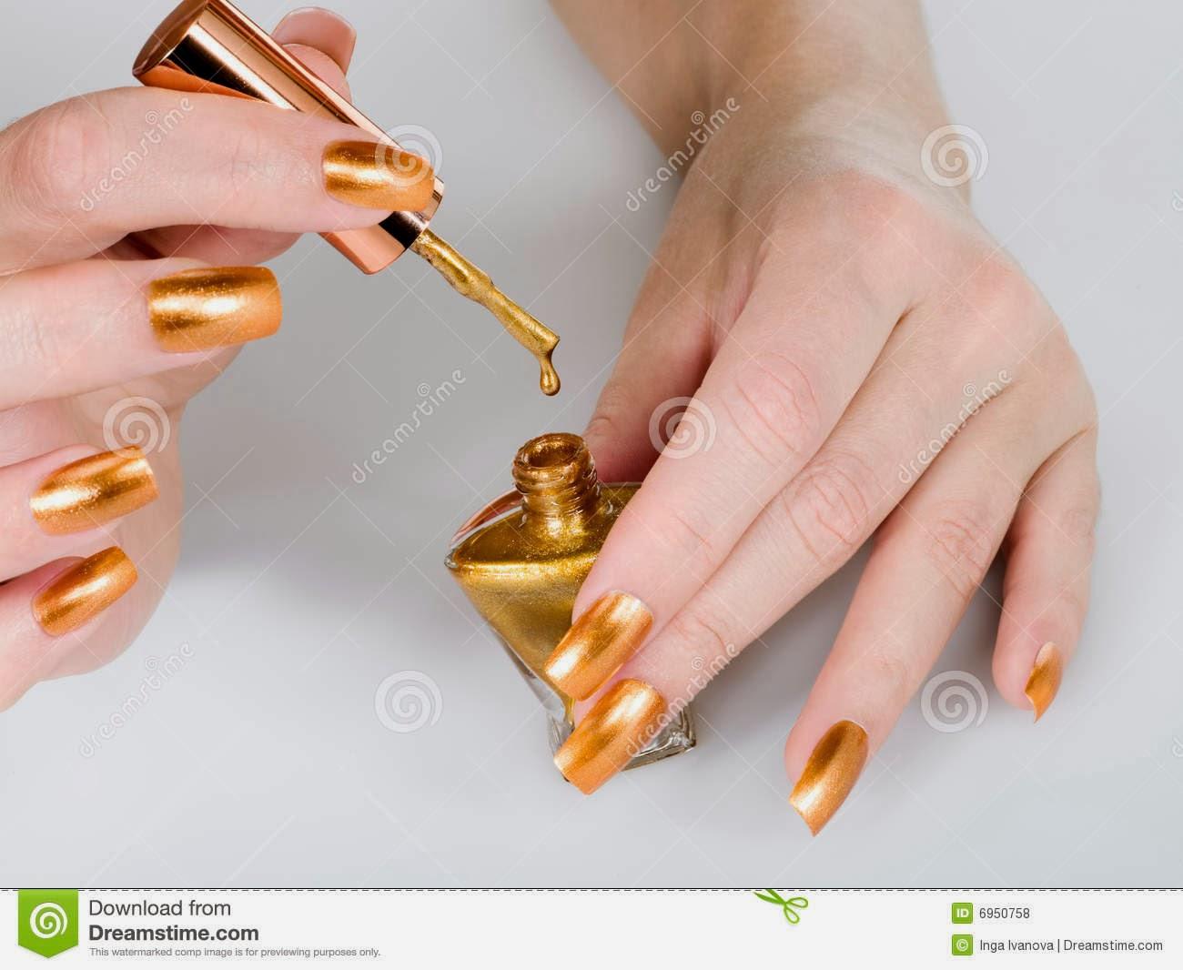 Маникюр с золотом как сделать