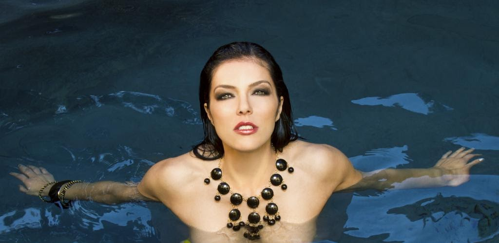 Adrianne curry bisexual