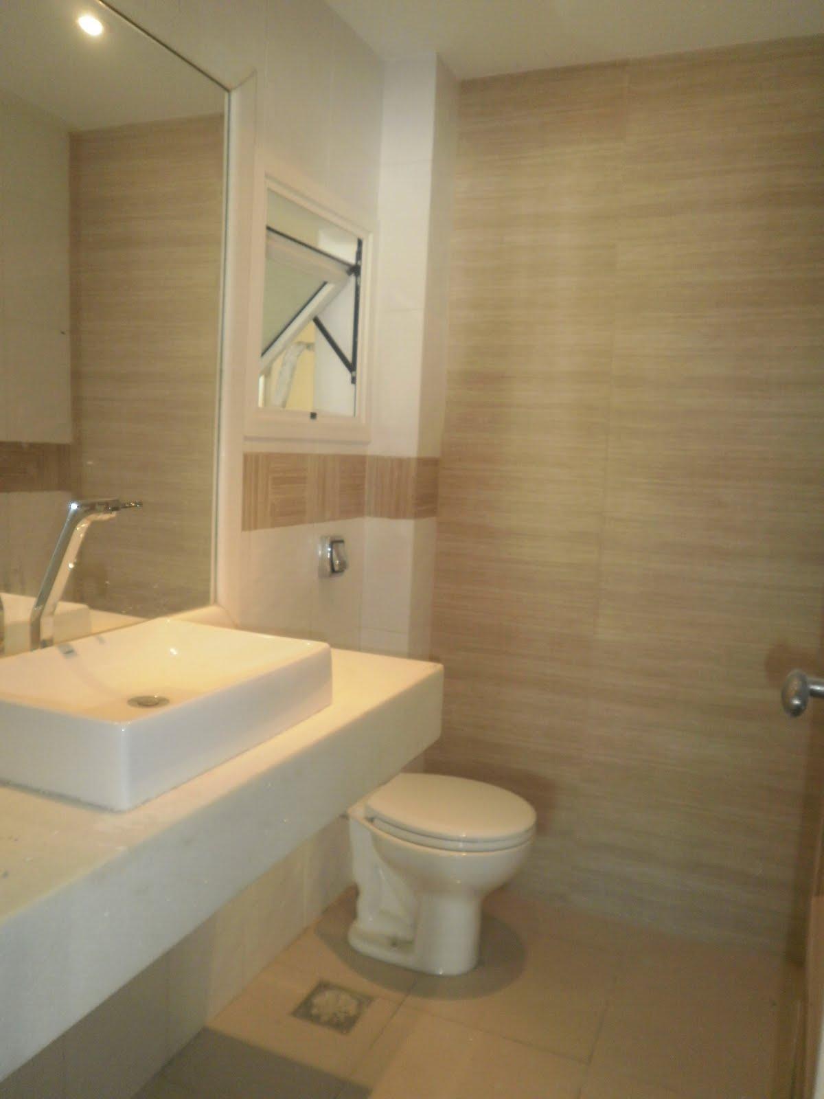 F & R Arquitetura e Interiores -> Banheiro Decorado Com Porcelanato De Madeira