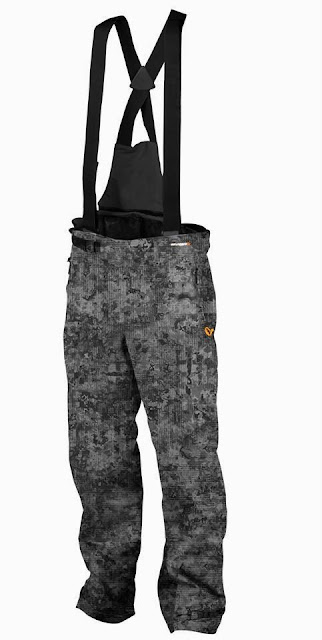 Quentin Combe Savage Gear Nouveautés News 2014 Vêtements Mimicry Salopette Camouflage Urbain Numérique