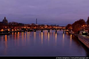 Bajo la luz y el cielo de Paris... se oye esta hermosa canción