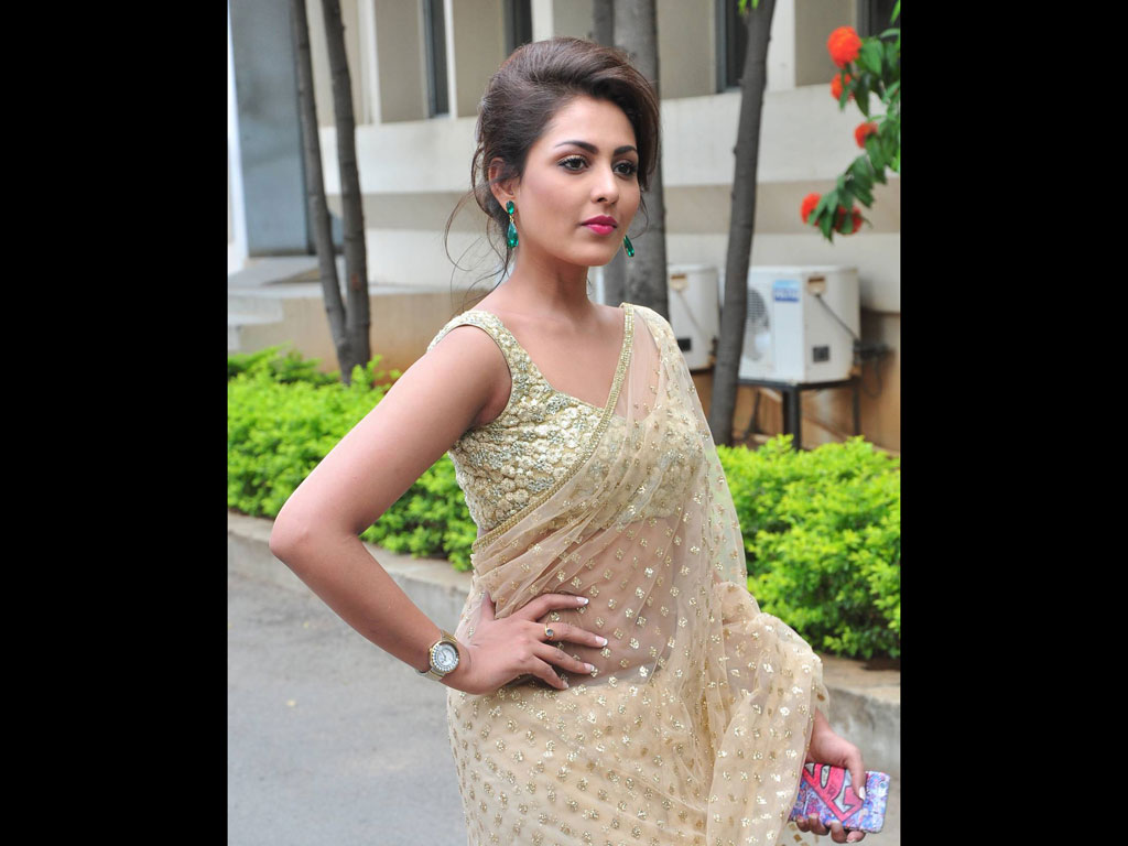 Madhu Shalini Nude Photos Awesome madhu shalini beautiful wallpaper