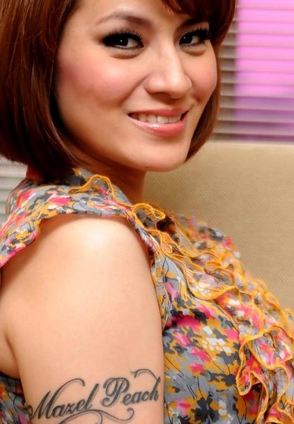 Artis Wanita Indonesia yang Memiliki Tato Indah di Tubuhnya
