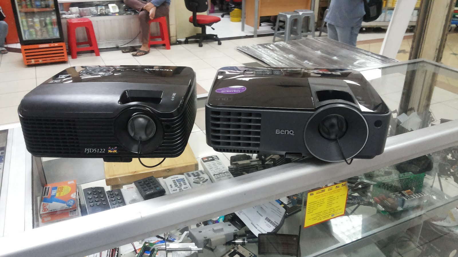 Jual Beli Projector Second