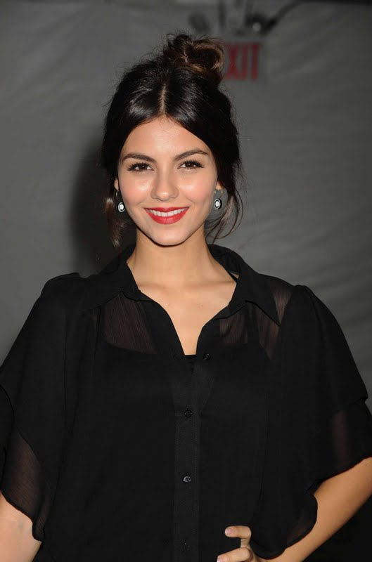 Victoria Justice – Badgley Mischka Fashion Show in New York