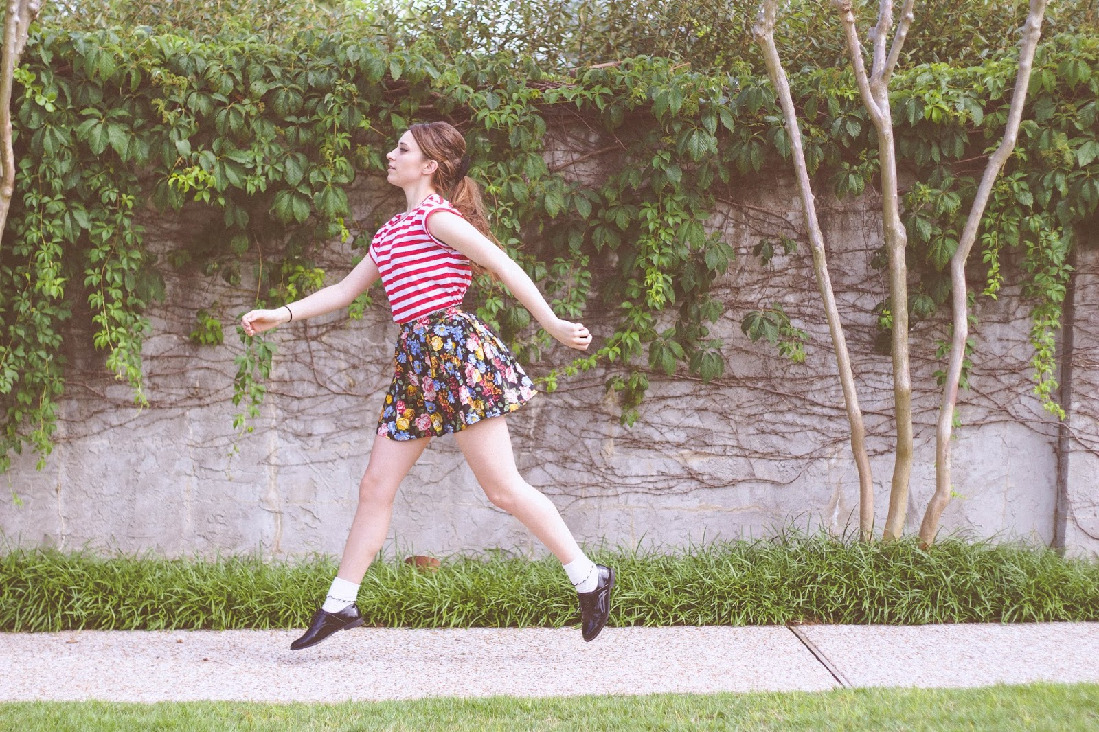 Mixing prints outfit, striped t shirt, floral mini skirt, forever 21, asos, retro style, 60's style, style, fashion, girly, french, lana del rey style, taylor swift style, personal style blogger, film blogger, movie blogger. cinema, vintage