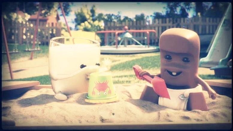 kinderschokolade werbung, süße milch und schokolade aus kinderschokoladenwerbung, kinderschokoladenwerbung schokolade und milch als kinder im sandkasten