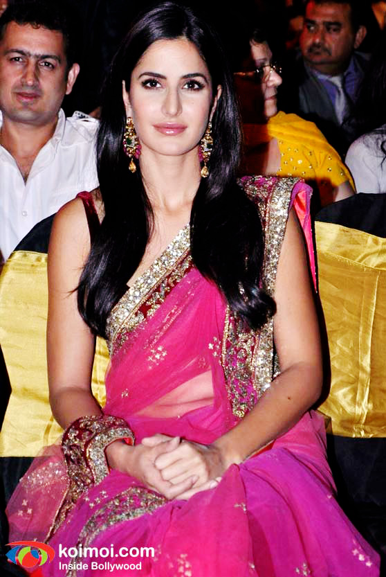 Katrina Kaif in Pink Saree - showing Navel - Katrina Kaif in Pink Sari at the Apsara Awards : 2011