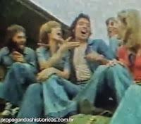 """Clássica propaganda do jeans USTOP com o tema """"Liberdade é uma calça jeans azul e desbotada"""". Ano 1976."""