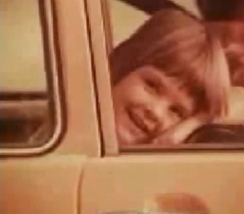Propaganda do Volkswagen Brasília nos anos 70: sucesso de vendas e críticas.