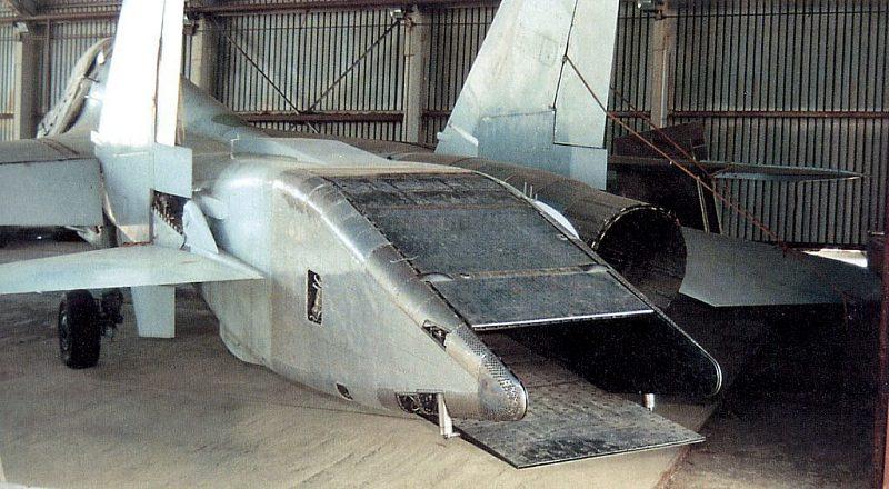 الدرون الروسي الثقيل UCAV Okhotnik يجري تجربته الاولى بنجاح Phominsu270911