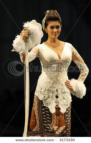 Model Kebaya Anne Avantie