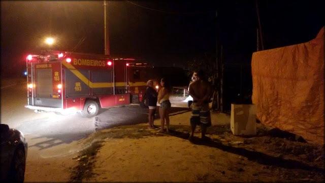 Incêndio atinge ferro velho próximo ao Distrito Instrustrial em Nossa Senhora do Socorro