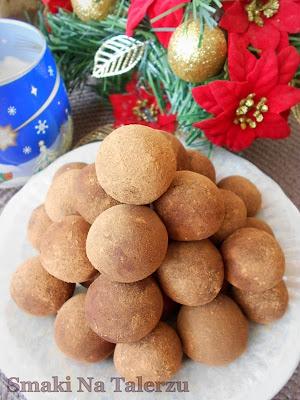 trufle trufelki w wersji light dietetyczne słodycze z fasoli z suszonych owoców rodzynki śliwki
