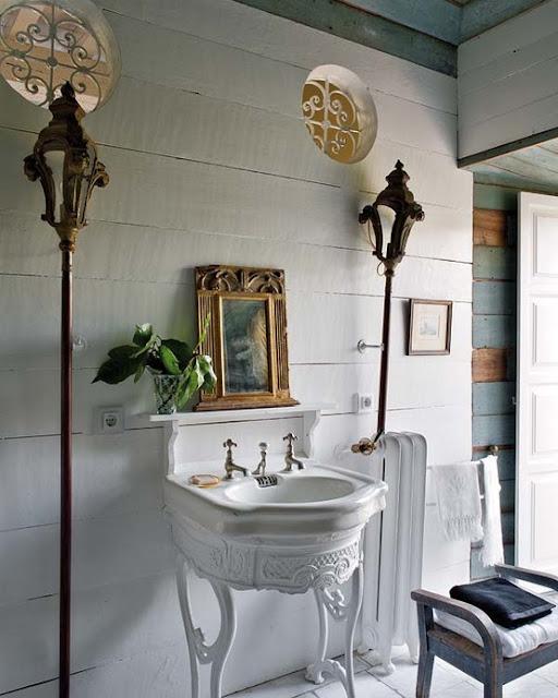 Baños Blanco Quintas:EI estilo es vintage-chic, combinando elementos antiguos como los