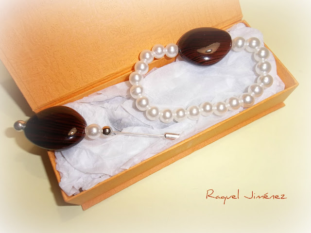 alfiler y pulsera perlas