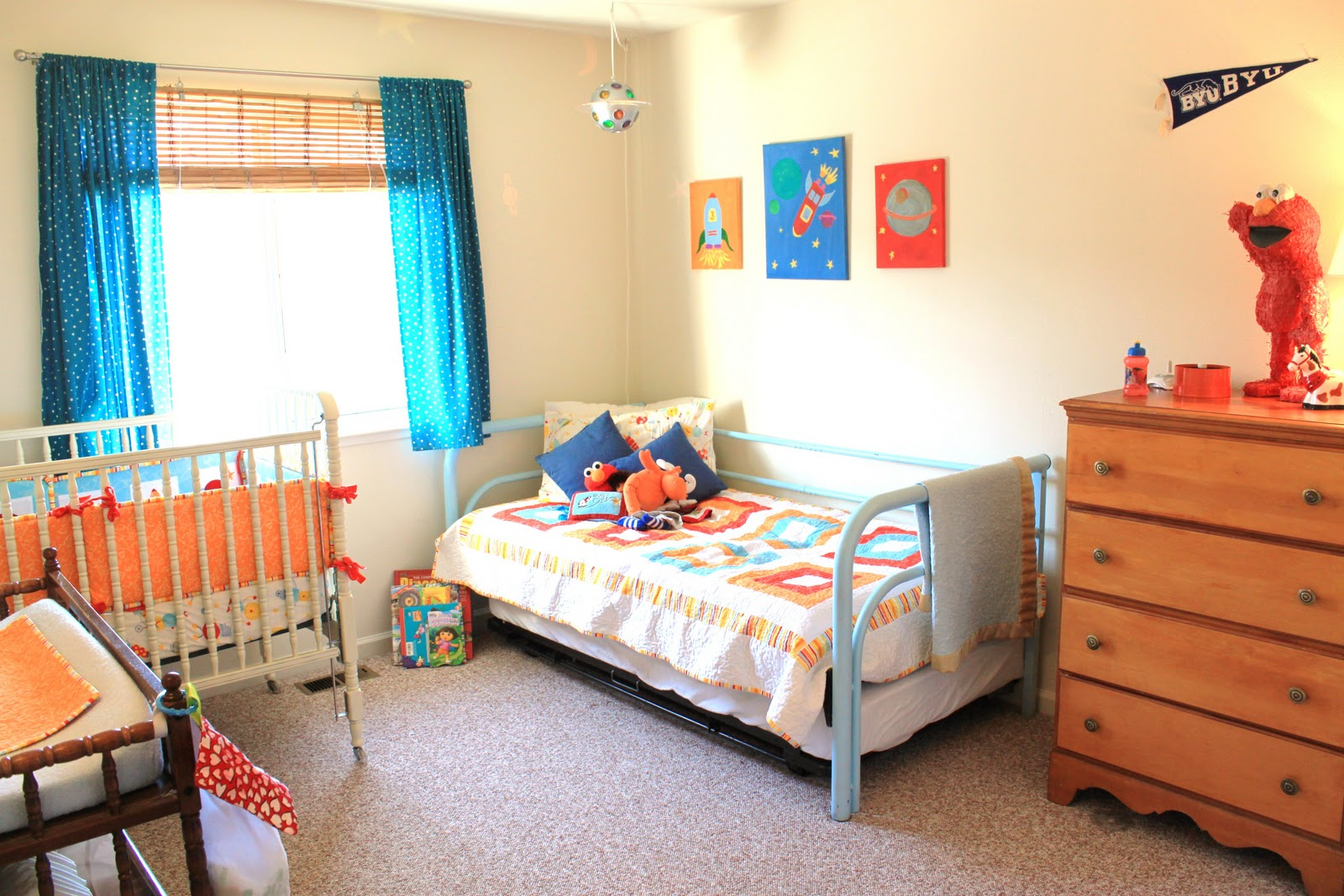 Dueling rooms little boys room suburban bitches of little for Boy small bedroom ideas