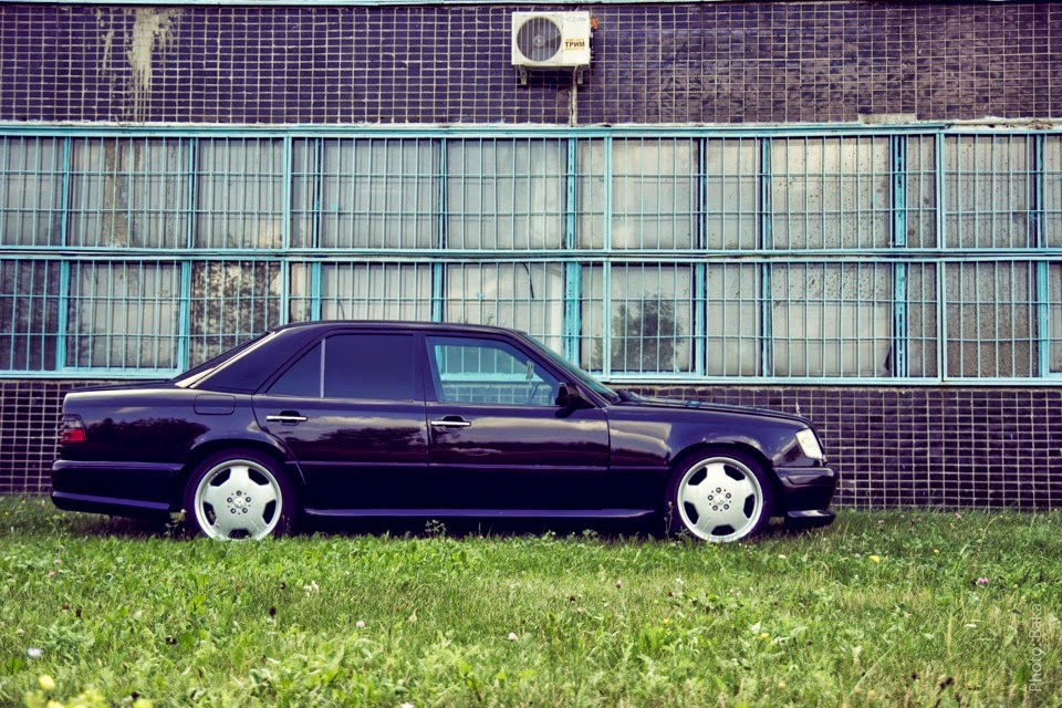 Mercedes benz w124 e220 on r18 amg monoblocks benztuning for Mercedes benz w124 tuning