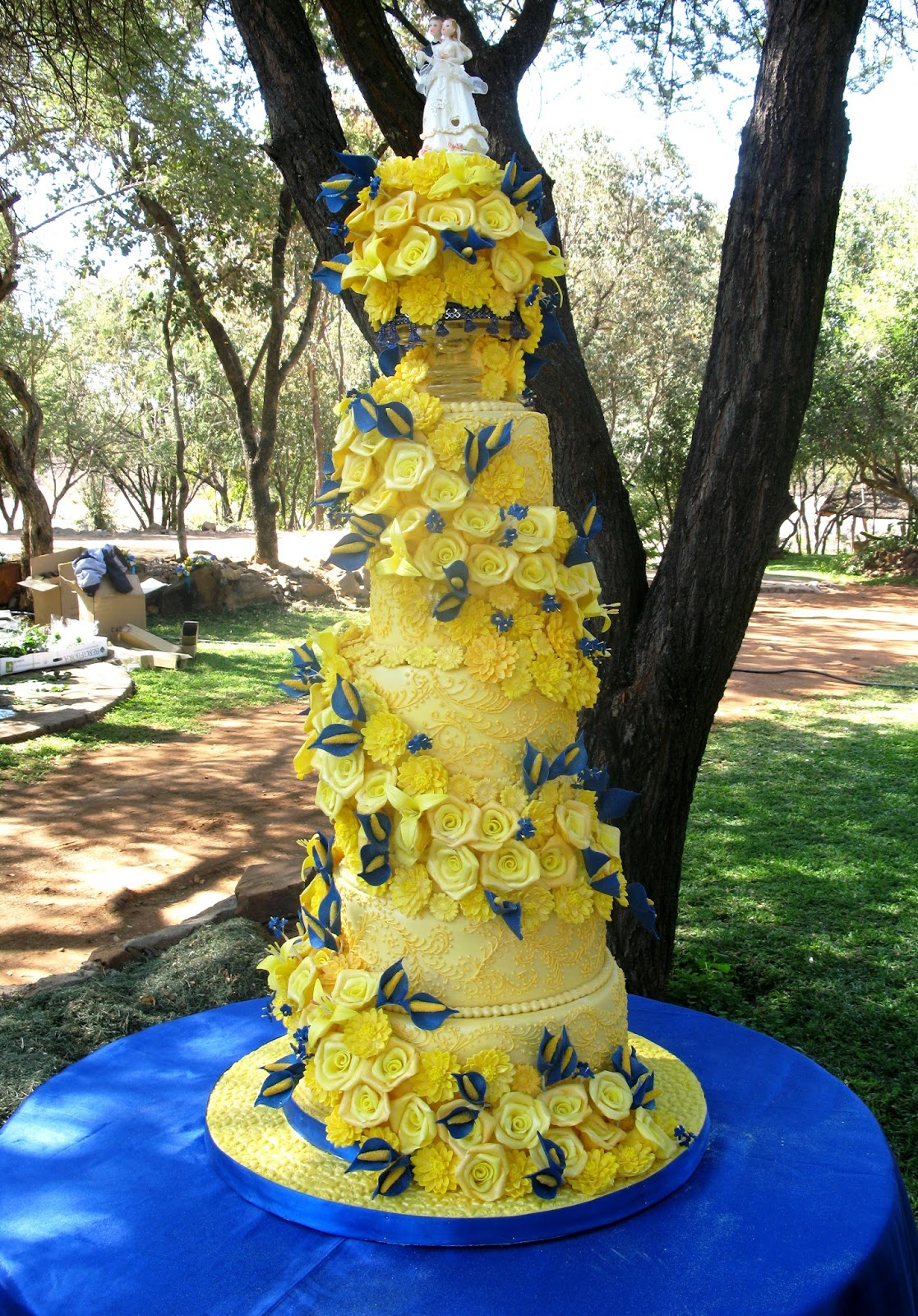 Sugarcraft by Soni: Seven Layer Wedding Cake: Roses and Lillies
