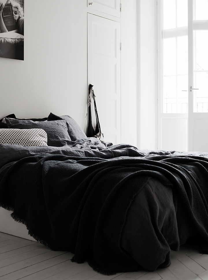 Cozy apartment in black and white 79 ideas for Black n white bedroom