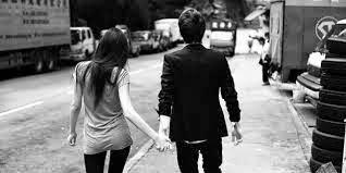 Gambar Bergandengan Tangan Romantis