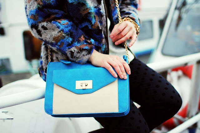Angelica Blick Swedish blogger spotted black jeans blue bag