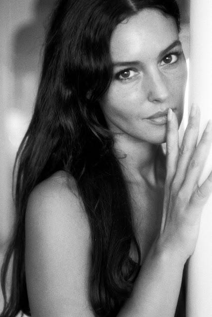 Monica Bellucci Black-White Modeling Photos