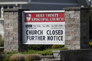COVID-19 închide Bisericile, dar nu se atinge de cluburile de striptease