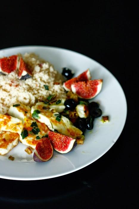 Couscous mit Halloumi, frittiertem Salbei und Feigen