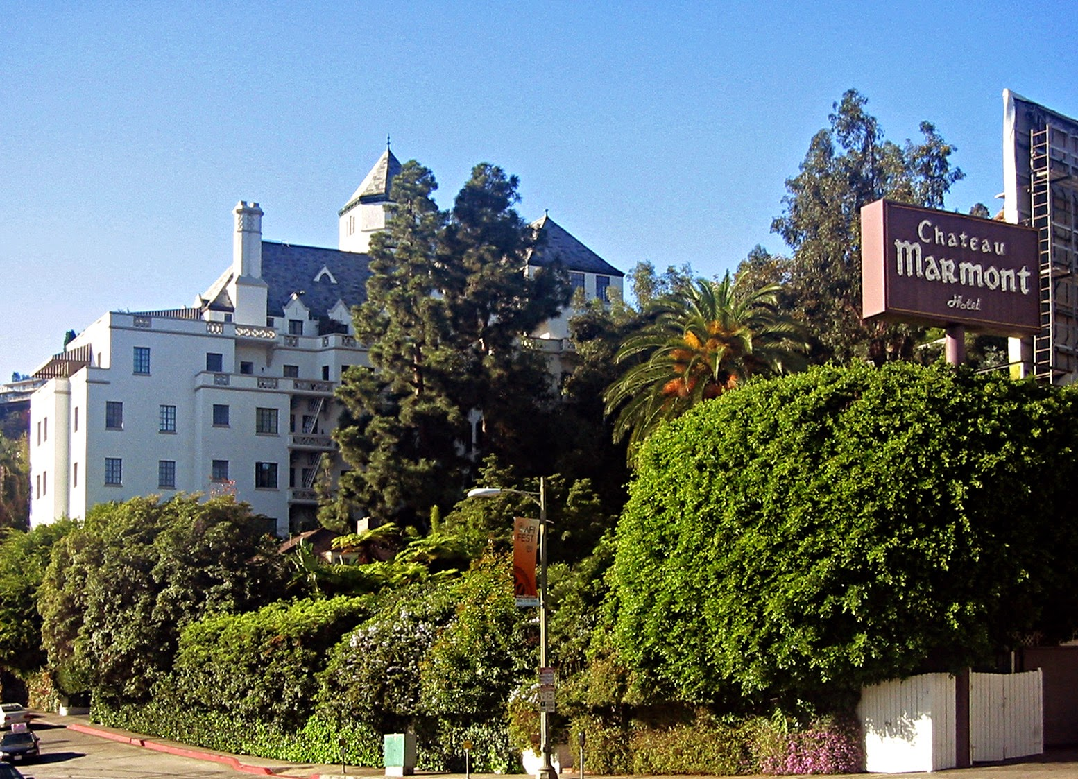 Dear old hollywood life at the marmont the inside story for Haunted hotels in los angeles ca