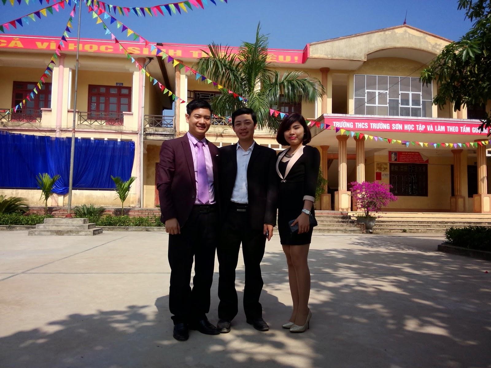 Ảnh lưu niệm cùng thầy cô tại trường THPT Tứ Sơn