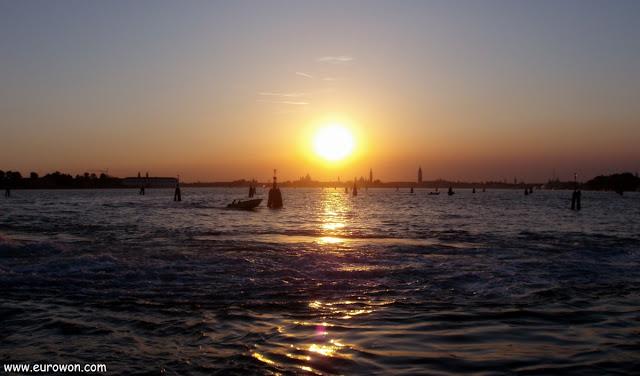 Puesta de sol sobre Venecia
