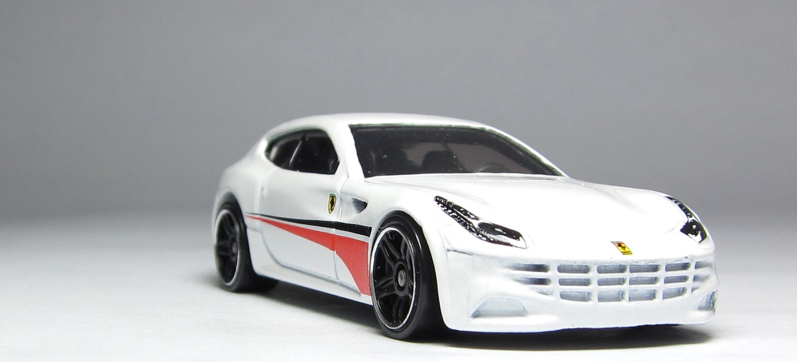 best motorcycle 2014 first look at the hot wheels ferrari 5 pack part 2 fe. Black Bedroom Furniture Sets. Home Design Ideas
