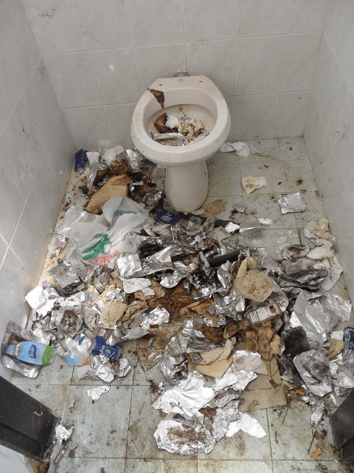 Filippo mele blog il vecchio bagno pubblico come bunker - Come abbellire un bagno vecchio ...