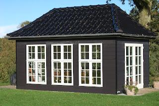 Nogle af vores venner fik bygget et havehus i foråret, et af de mere