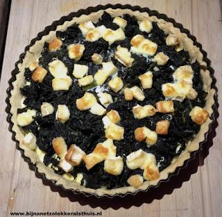 foto van hartige taart met cavolo nero en brie