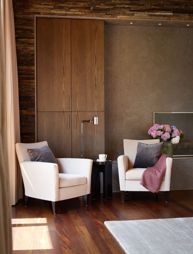 Two white chairs in the Mandeville Canyon Residence