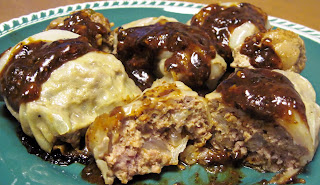 Spicy German cabbage rolls with gravy