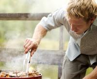 Carne bem passada eleva riscos de tumor de próstata