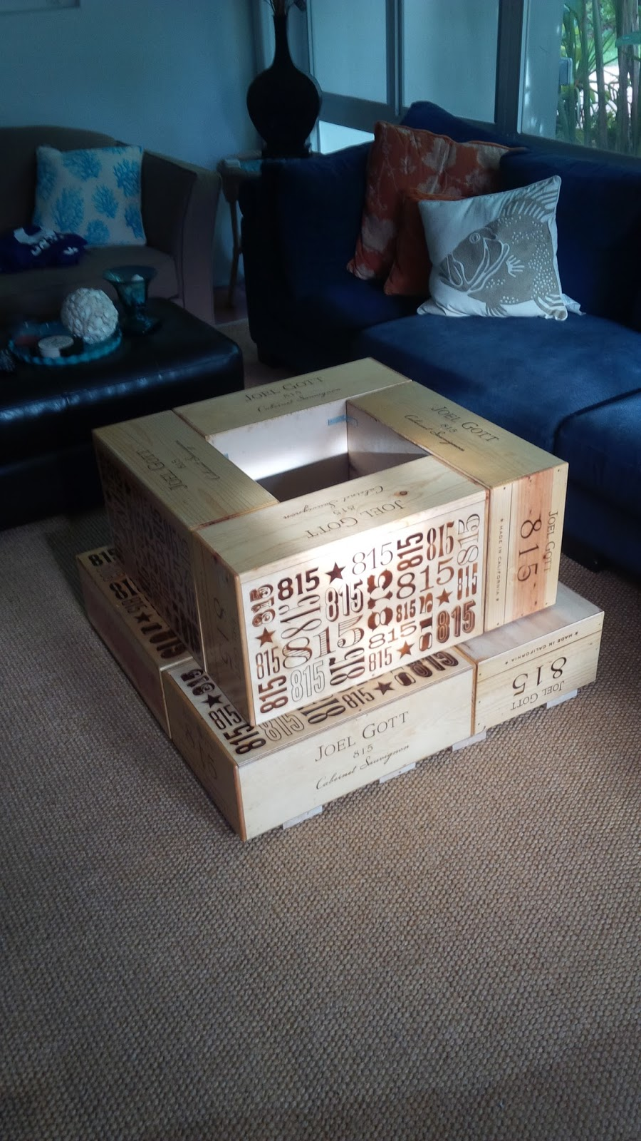 Do it yourself coffee table from salvaged wine crates for Coffee table made out of wine crates